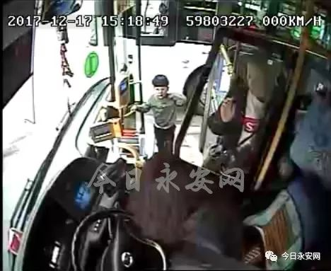 三明五岁宝宝独自一人坐公交找妈妈,结果...