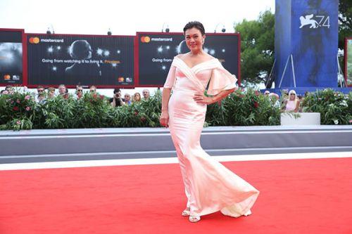 史可因巩俐错失国际巨星,曾被公司开除,51岁拍嘉年华翻红