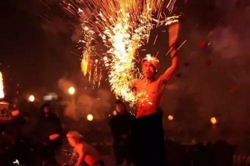 打铁花,流传于豫晋地区民间传统的烟火