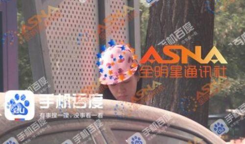 老艺术家朱时茂与美女上演车吻大戏 这还不是第一次偷腥!