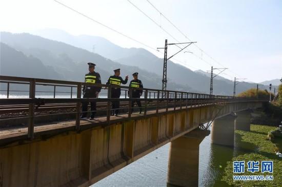 福州铁路公安巡线保安全