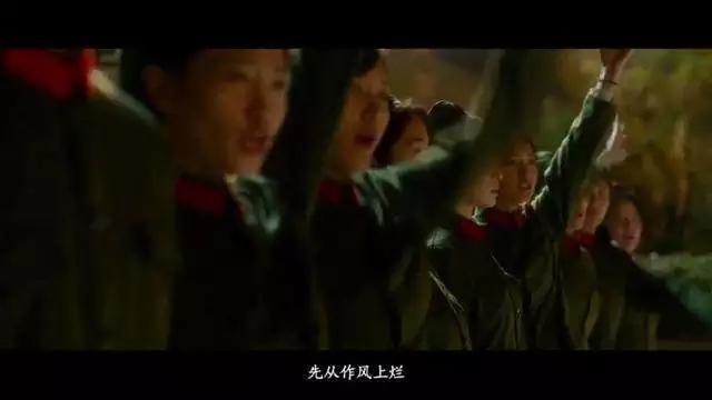 《芳华》删减镜头:最残酷一幕,文工团成员举手决定刘峰的去留