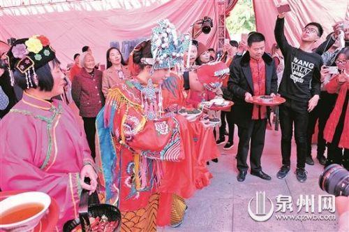 你见过采青、摇青、炒青的茶俗婚礼吗?一起来看看吧!