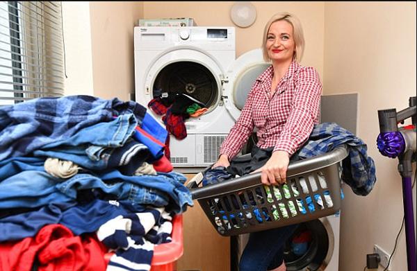 英国38岁女子连生10个儿子 称睡个懒觉都是奢望