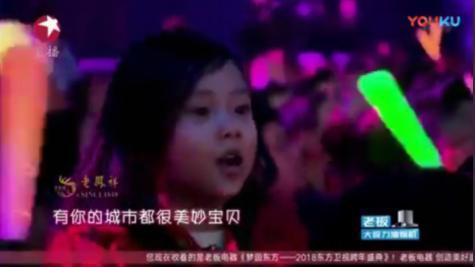 李小璐贾乃亮事件发酵,甜馨表情令人心疼,网友:求放过,好想哭