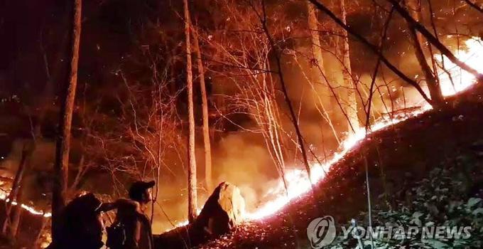 韩釜山三角山大火时隔15小时被扑灭 未造成人员伤亡