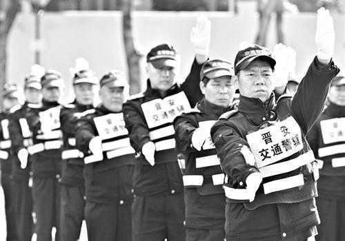 福州交通辅警换装 制服颜色、款式与警察制服保持一致