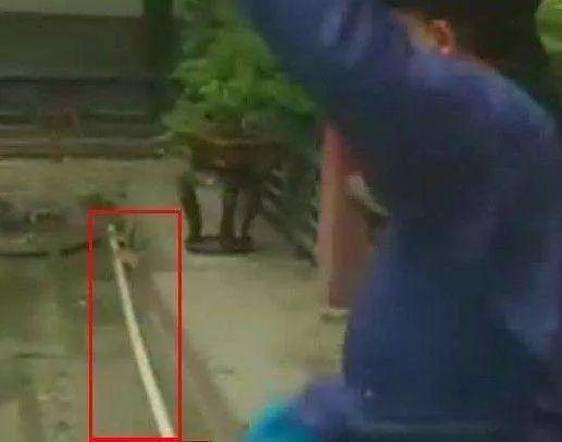 《还珠格格》经典穿帮镜头:赵薇林心如都穿越了,第6张最搞笑!