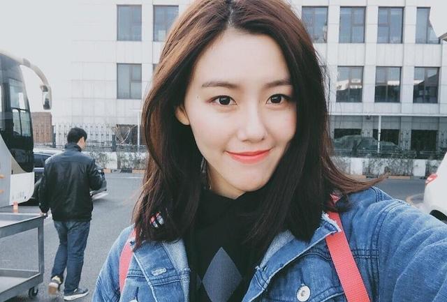 高清:游泳女神刘湘贺新年 低胸晚礼服性感妩媚