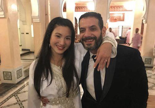 郑佩佩晒女儿原子惠被求婚视频,原子惠与未婚夫甜蜜热吻