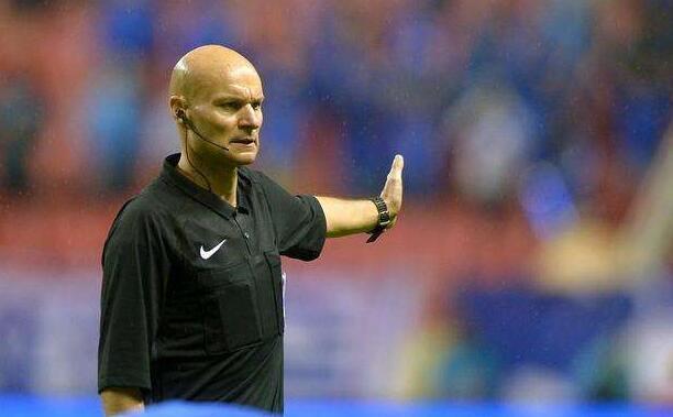 足协已签十余名外籍裁判 联赛每轮或有洋哨执法