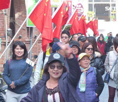 """""""台独""""分子鼓噪在台湾禁挂五星红旗 台当局拒绝!"""