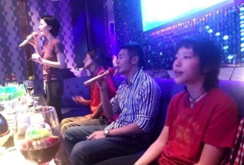 王菲窦靖童去KTV照片曝光 两人爱唱什么歌?窦靖童:很多金曲都唱