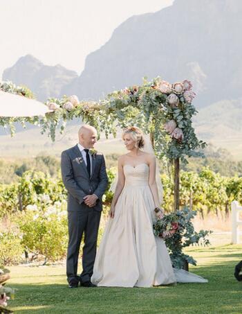 婚礼拱门的历史由来 造型独特的婚礼拱门