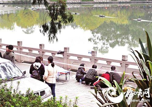 福州:玩游戏小伙被父责骂 离家后凌晨西湖溺亡