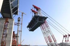 平潭海峡公铁两用大桥首跨3400吨超级钢桁梁海上成功架设