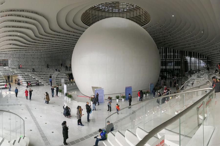 天津滨海新区图书馆成网红 参观者拍照比读书多