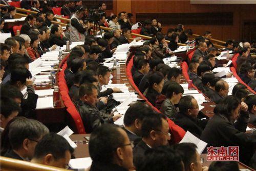 省政协十二届一次会议举行第二次大会 进行大会发言