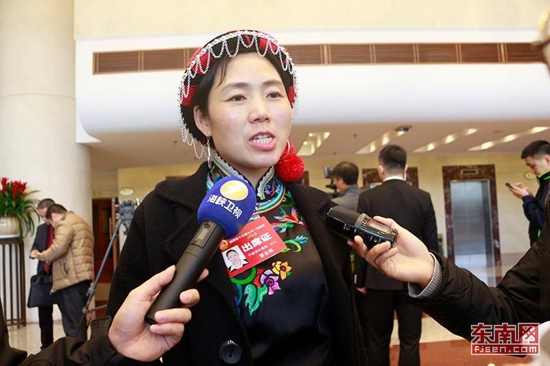 福建省两会代表热议特色小镇建设 建议加强产业扶持