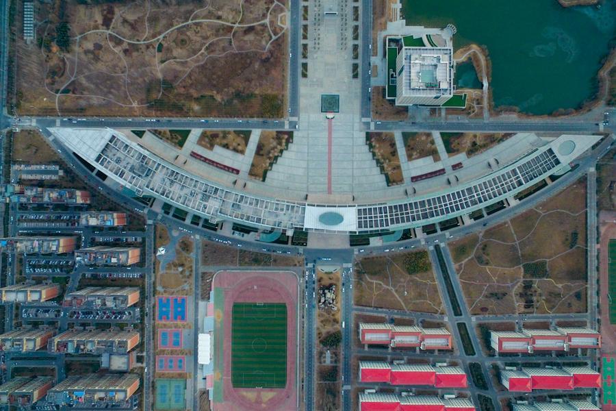 亚洲最长!高校教学楼长700米似弯弓