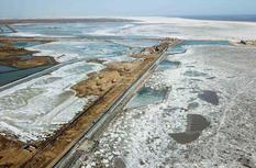 山东东营黄河口海冰封港 渔业、海上油田受影响