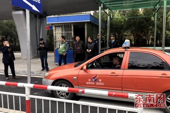 漳州多部门联合整治动车站秩序 查处千辆违规车