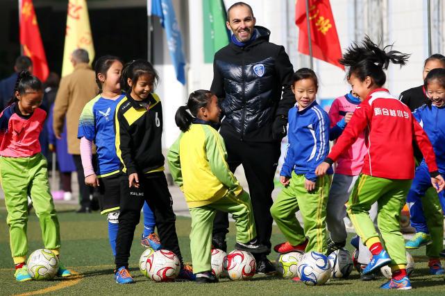 教育部正打通足球人才上升通道 踢好球也可上清华