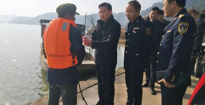 邵武市委常委、政法委书记夏礼平带队检查春节前安全工作