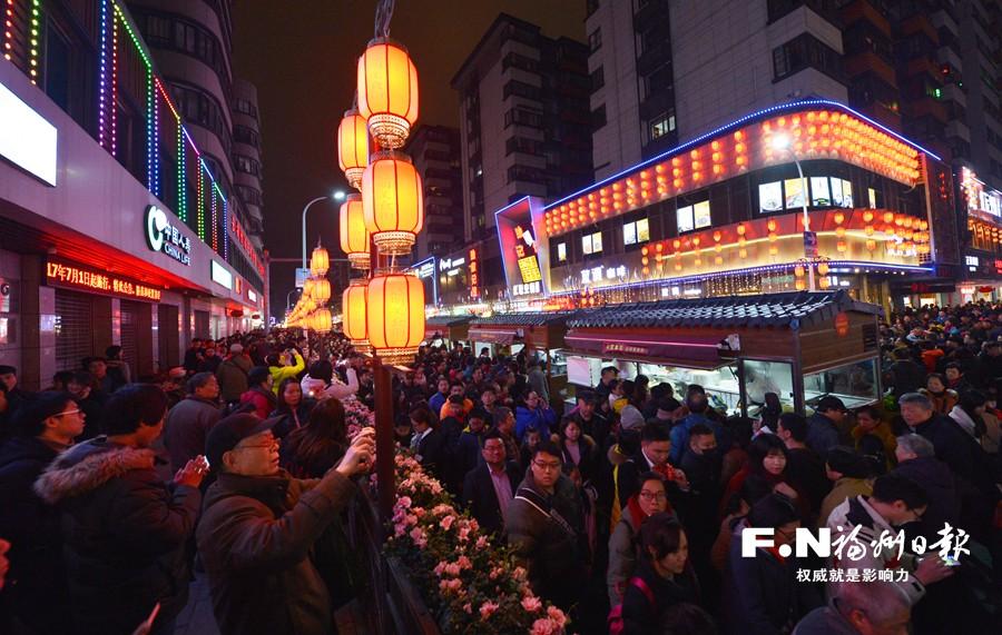 达明美食街昨晚开街 2000多种各地美食等你来尝