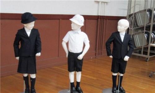 日本一小学要学生穿阿玛尼牌校服 一套近5000元