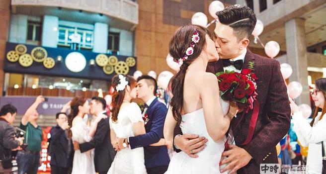 台湾去年结婚率较同期少万对 离婚率创5年来新高