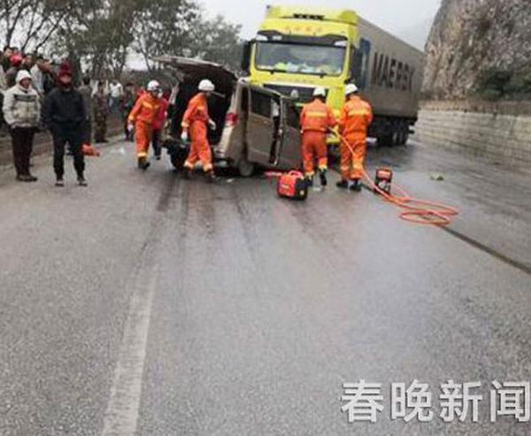 云南文山突发惨烈车祸 大货车与面包车相撞致3死2伤