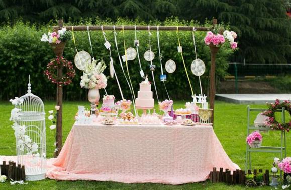户外婚礼仪式布置设计 浪漫婚礼离不开这些创意