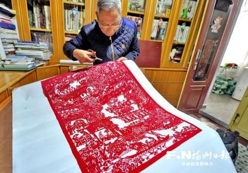 福州罗源一7旬老人剪出1米长《畲家之春》