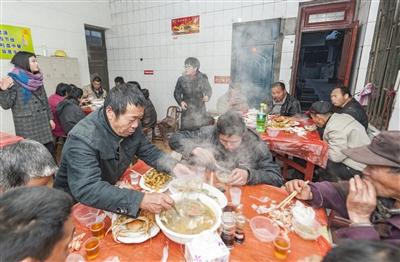 平潭福利院收养人员吃上暖心年夜饭