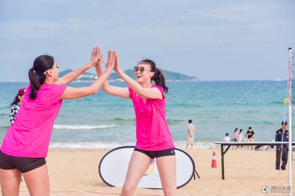 高清 排球女神惠若琪薛晨惊喜现身体育庙会 为公益助力