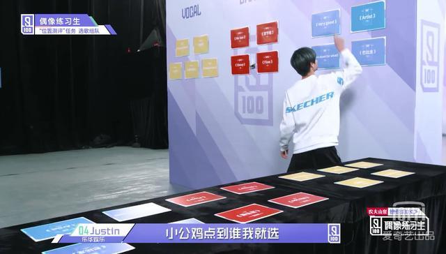 蔡徐坤被Justin的热情拥抱吓了一跳,一个细节看出两人关系