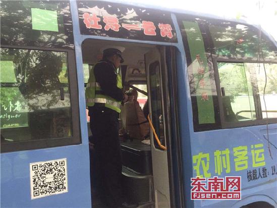 云霄交警:组织开展节后客运车辆违法行为整治
