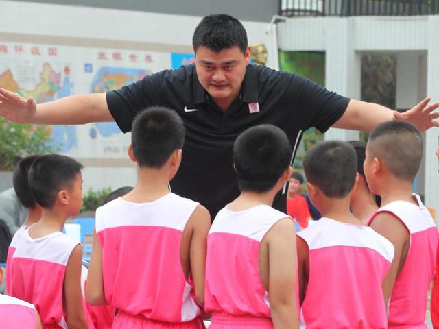 姚明两会谈小学生体育:有比赛才有劲头锻炼