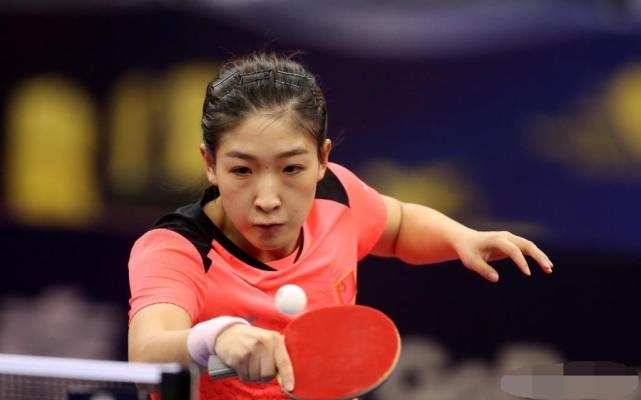 刘诗雯连灭5大世界冠军捧杯 难度比世乒赛夺冠大