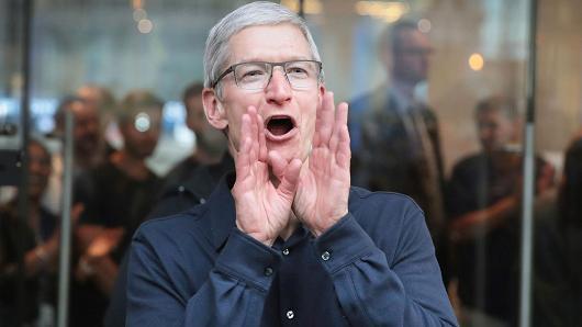 苹果股价再创新高 距万亿美元市值还差700多亿
