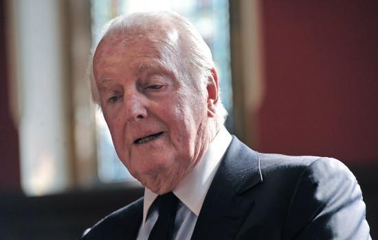 法国时尚大师纪梵希在睡眠中安详逝世 享年91岁