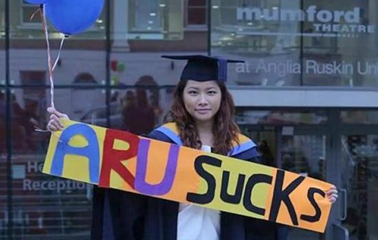 香港学生告英国母校赔50万:文凭鸡肋找不到工作