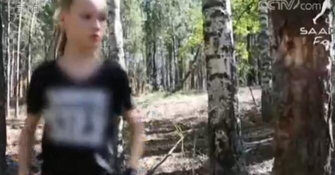 拳拳到位!俄罗斯10岁女孩叶夫妮卡徒手断枯树