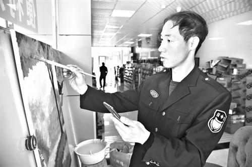 泉州一保安学油画月卖五六幅作品 网友:没有才艺都不敢当保安
