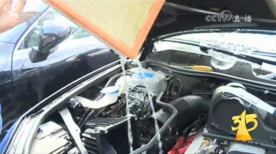 央视3.15曝光大众途锐 发动机设计缺陷进水致损