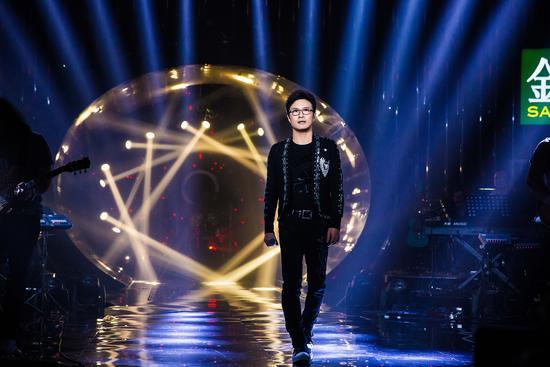 歌手2018第十期:汪峰再推冷门 《忘了我》回望二十年兄弟情