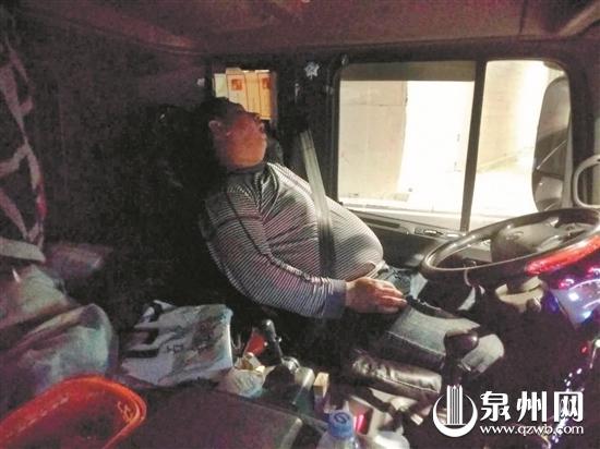 泉州一醉驾男高速路上停车睡觉 耍酒疯抓伤民警被刑拘