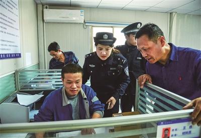 平潭唯一警务外勤女民警白璐璐 是女神也是女汉子