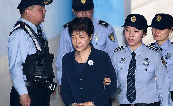 韩国前总统朴槿惠案即将宣判 检方要求判30年
